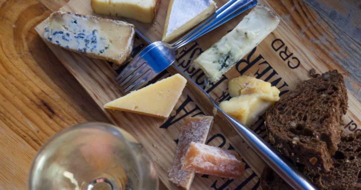TIP voor de kaasliefhebbers! Hier kun je lekkere kaasplanken bestellen in Den Bosch